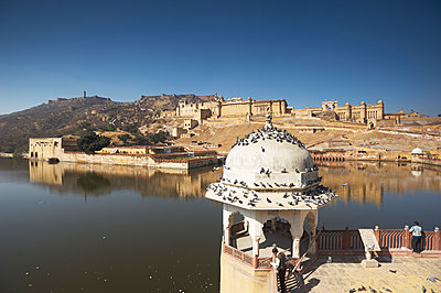 View of Jaipur fortress - p1259m1111435 by J.-P. Westermann