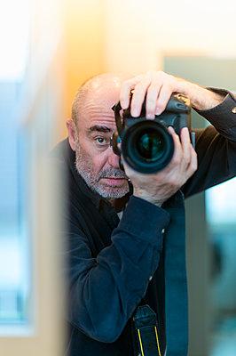 Photographer mirrored between window and door - p300m1120520f by Frank Röder