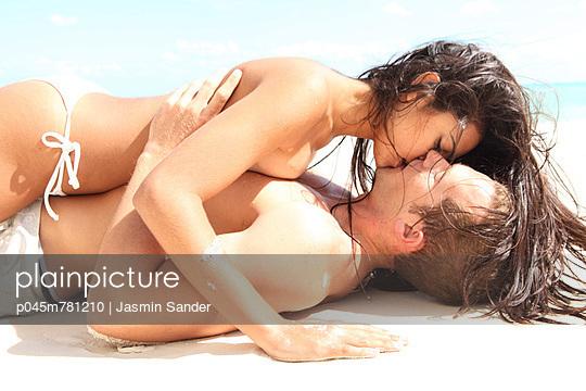 Lovers - p045m781210 by Jasmin Sander
