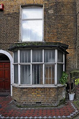Bay window - p1048m1123519 by Mark Wagner