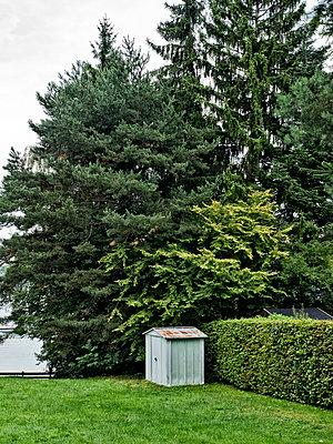 Kleines Gartenhaus - p318m1477382 von Christoph Eberle