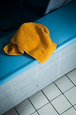 In the bathroom - p1149m1144493 by Yvonne Röder