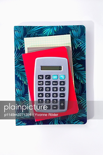 Calculator and notebooks - p1149m2271391 by Yvonne Röder