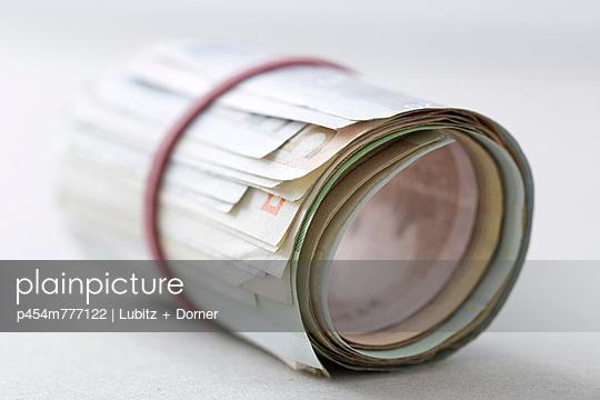 Saving money - p454m777122 by Lubitz + Dorner