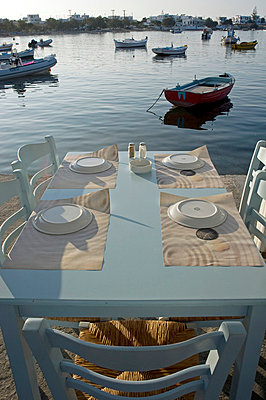 Table and chairs by the sea - p589m852039 by Thierry Beauvir