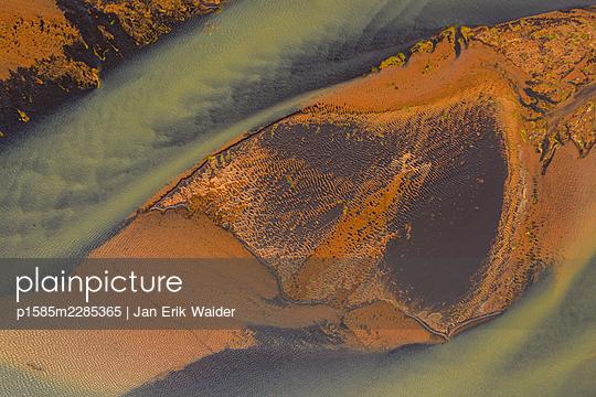Water and land - p1585m2285365 by Jan Erik Waider