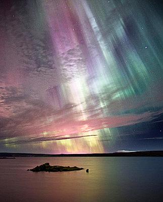 Aurora Borealis, Northern lights in Thingvellir national park Iceland - p1084m832895 by Operation XZ