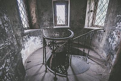 Abandoned Castle - p1512m2037963 von Katrin Frohns