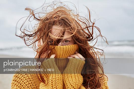 Wind im Haar - p1348m2021094 von HANDKE + NEU