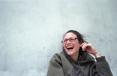 Woman laughing - p9270019 by Florence Delahaye