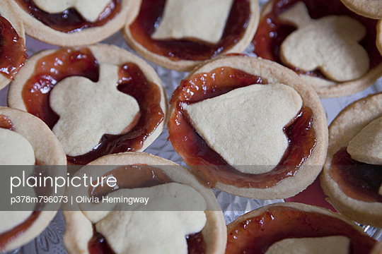 Jam tarts close up - p378m796073 by Olivia Hemingway