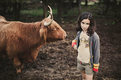Girl with galloway in the pasture - p1150m1112988 by Elise Ortiou Campion
