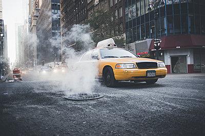 Yellow Cab - p1290m1112666 by Fabien Courtitarat