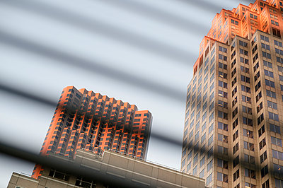 USA, California, San Francisco, view through sun blinds to skyscrapers - p300m980720f by Biederbick&Rumpf