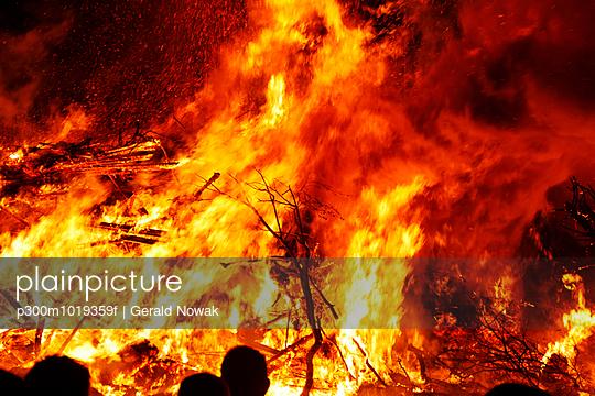 Germany, Bavaria, Landsberied, Easter bonfire, fire - p300m1019359f by Gerald Nowak