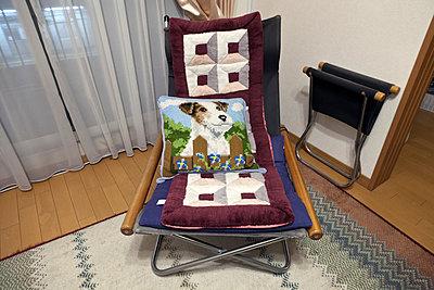 Sessel im Wohnzimmer - p265m1537829 von Oote Boe