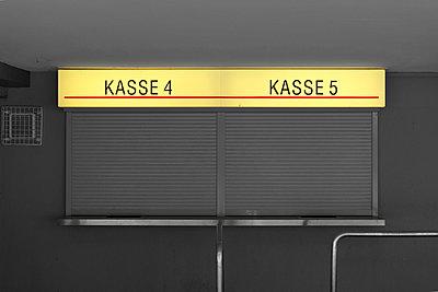 Kasse, Westfalenhallen - p383m1031014 von visual2020vision