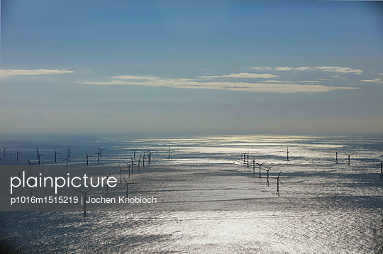 Offshore windpark - p1016m1515219 by Jochen Knobloch