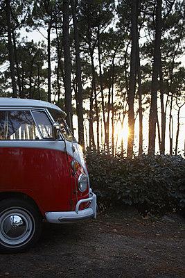 Camping mit Bulli II - p464m877490 von Elektrons 08