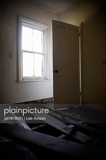 Abandoned building empty room - p37818031 by Lee Avison