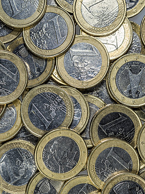 Ein-Euro-Münzen - p401m1225583 von Frank Baquet
