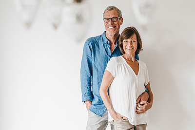 Portrait of mature couple - p586m1178349 by Kniel Synnatzschke