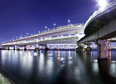 Bridge in Tokyo at night - p913m1138456 by LPF