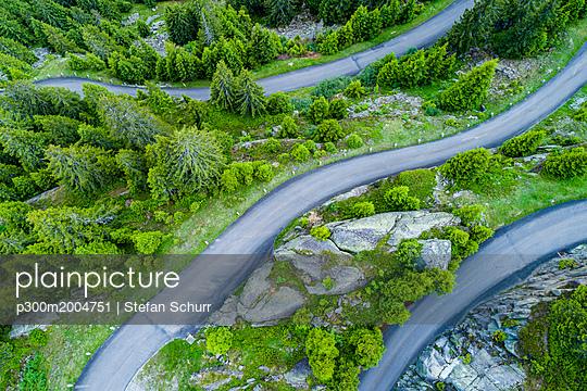 Switzerland, Canton of Uri, Goeschenen, Goescheneralp, Aerial view of mountain pass - p300m2004751 von Stefan Schurr