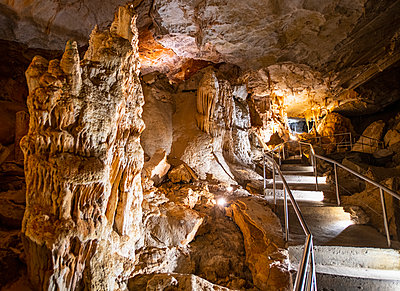 Inside the 340 million years old Jenolan caves in Australia - p1166m2151946 by Cavan Images