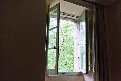 Offenes Fenster - p978m1176894 von Petra Herbert