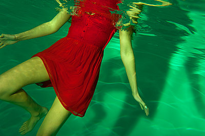 Drowning - p427m1050356 by Ralf Mohr