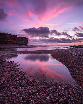 Dawn clouds at mouth of River Otter at Budleigh Salterton, Devon, England, United Kingdom - p871m2113916 by Baxter Bradford