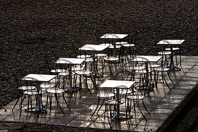 Deserted tables and chairs out of season on Brighton beach, South Coast,  England, United Kingdom - p871m837899 by Tim Graham