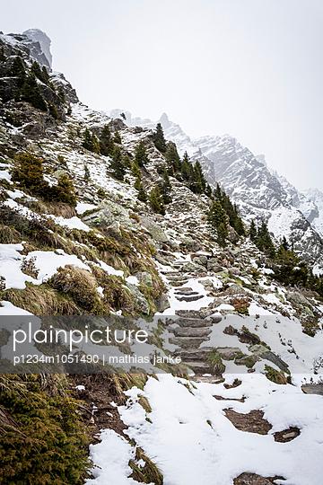 Aufstieg im Schnee - p1234m1051490 von mathias janke