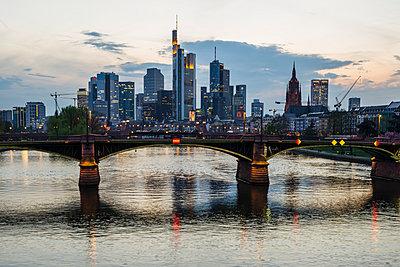 Germany, Hesse, Frankfurt, financial district at sunset, Tower 185, Commerzbank, HelaBa, Deutsche Bank and Ignatz-Bubis-Bridge - p300m1140901 by Walter G. Allgöwer
