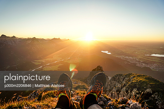 HIking shoes of hiker on viewpoint during sunset, Saeuling, Bavaria, Germany - p300m2206846 by Matthias Aletsee