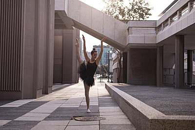 Beautiful woman performing ballet in the city - p1315m2014483 by Wavebreak