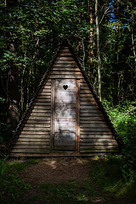 Wooden tent - p445m1177052 by Marie Docher