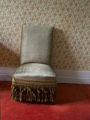 Old armchair - p945m1589058 by aurelia frey