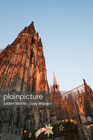 Germany, Cologne, Cologne Cathedral at Christmas time - p300m1459756 by Gaby Wojciech