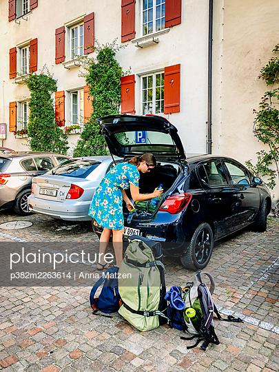 Off on holiday - p382m2263614 by Anna Matzen