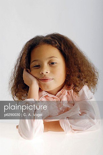 Farbiges Mädchen - p6290030 von C. A. Vogel
