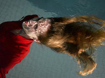 underwater - p1413m1511437 by Pupa Neumann