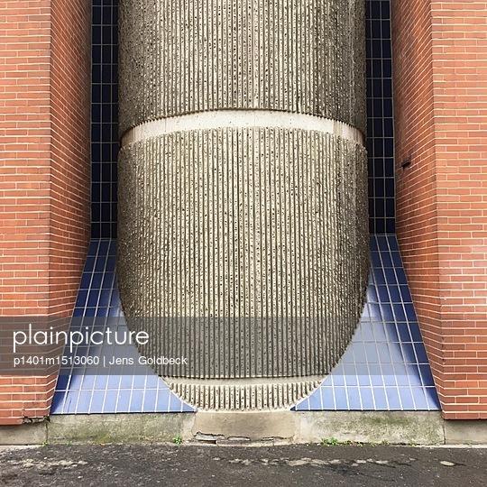 Fassade mit Sichtbeton und Kacheln - p1401m1513060 von Jens Goldbeck