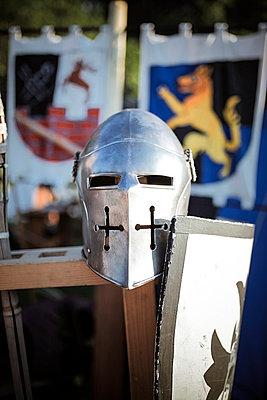 Germany, Baden-Wuerttemberg, Moensheim, knight on a medieval fair - p300m978175f by Susan Brooks-Dammann