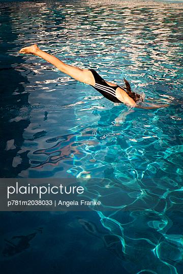 Kopfsprung - p781m2038033 von Angela Franke