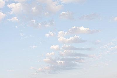 Wolken - p212m889944 von Edith M. Balk