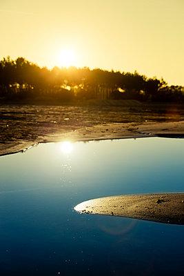 Sonnenaufgang am See - p248m966656 von BY