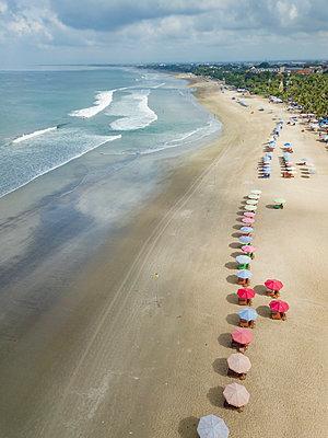 Bali, Kuta Beach, view to ocean and beach from above - p300m2070214 by Konstantin Trubavin