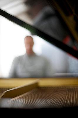 Blurred man - p5860410 by Kniel Synnatzschke